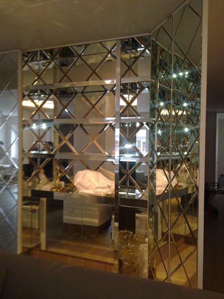 Decoraci n en vidrio todo tipo de cristal grabados for Espejos redondos en la pared