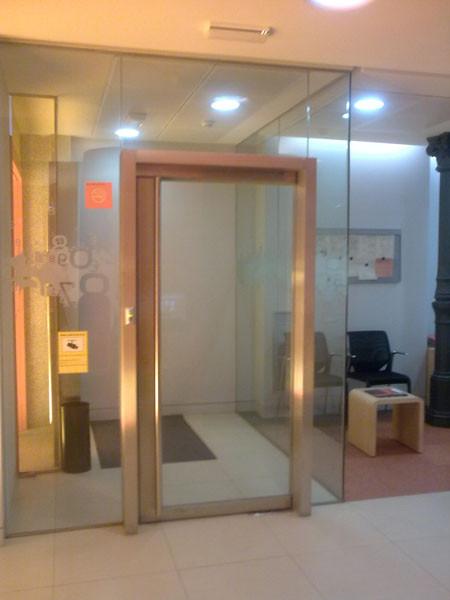 puerta de cristal templado incoloro