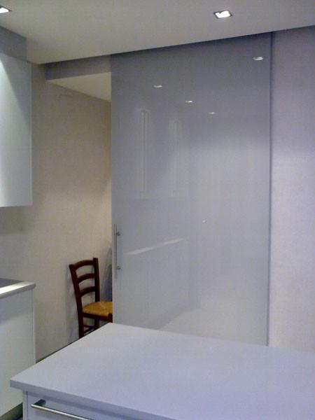 Puertas de paso de cristal abatibles o correderas for Puertas de paso de cristal
